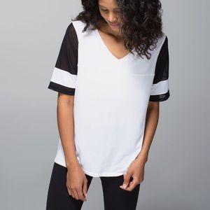 Lululemon Sport Tee V Neck Black/White Mesh Sleeve